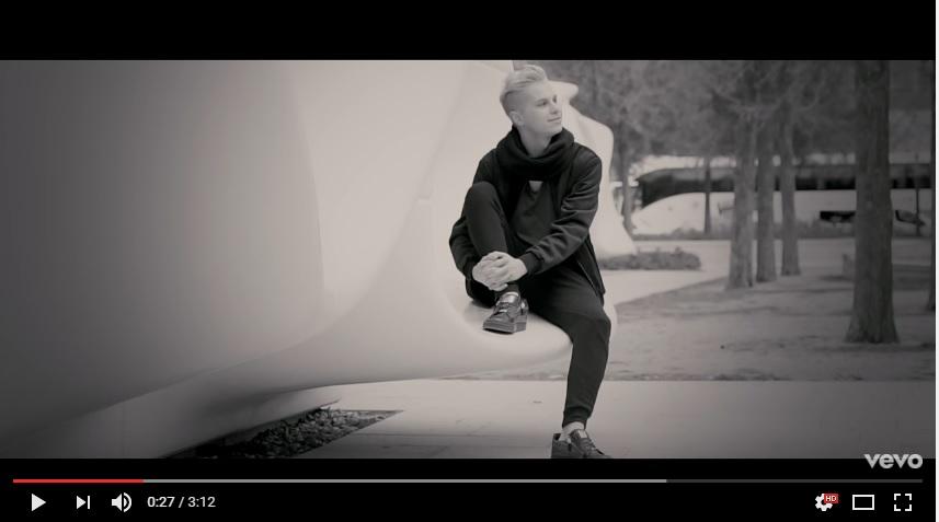 Wyłącz stres i zobacz nowy klip Szymona Chodynieckiego!