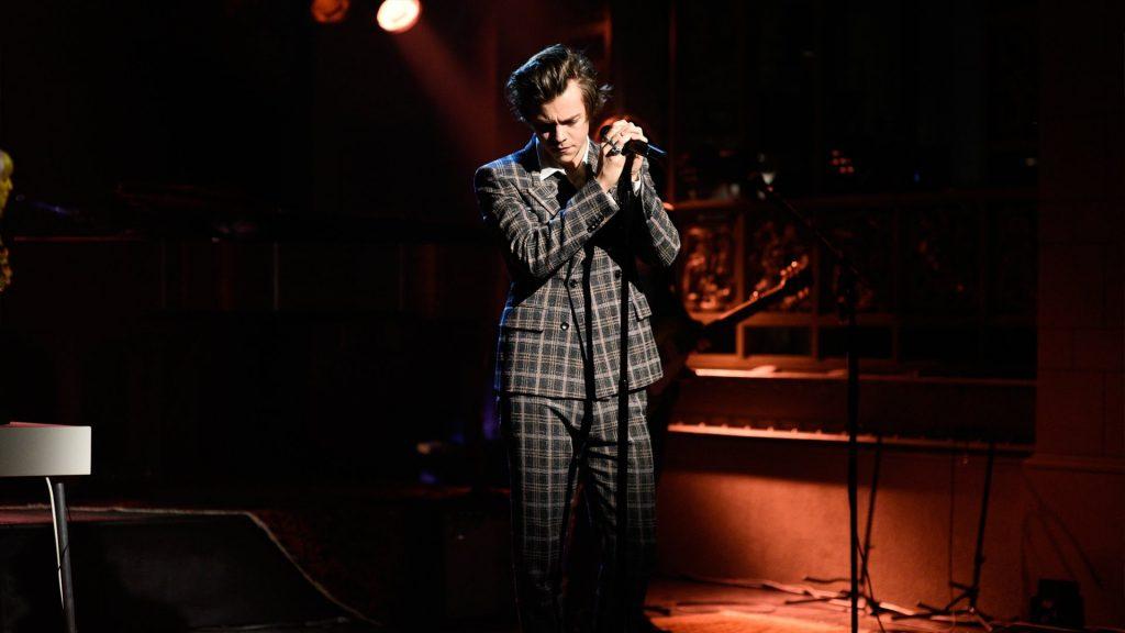 Harry Styles w Saturday Night Live! Wykonał swój najnowszy singiel i całkowicie NOWY utwór! Posłuchajcie!