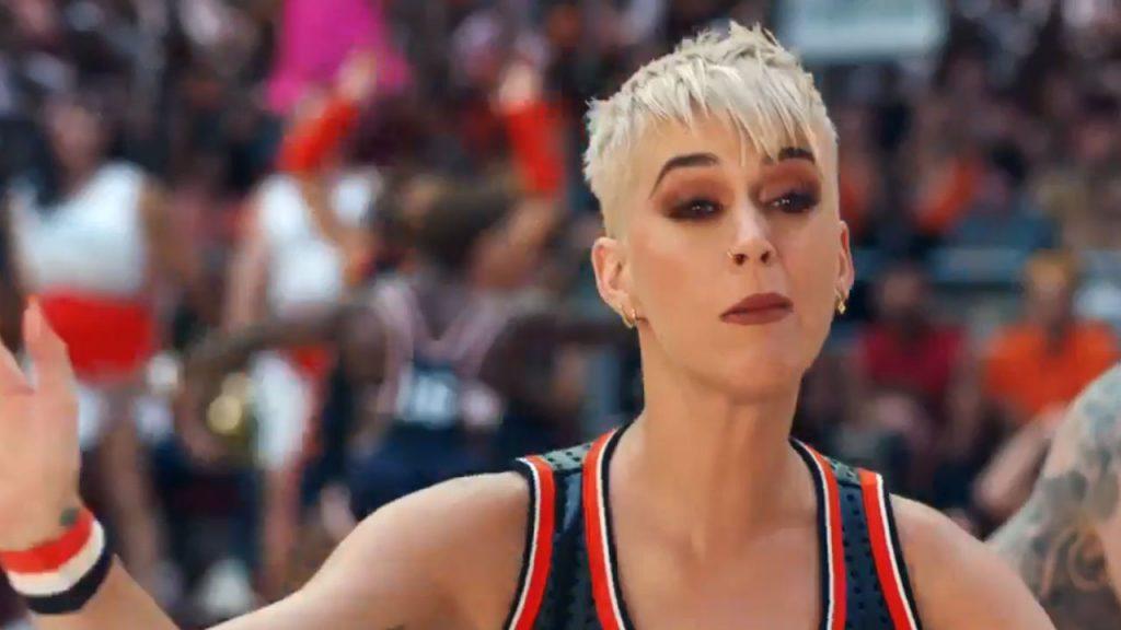 """Katy Perry zaprezentowała teledysk do """"Swish Swish""""! Warto było czekać?"""