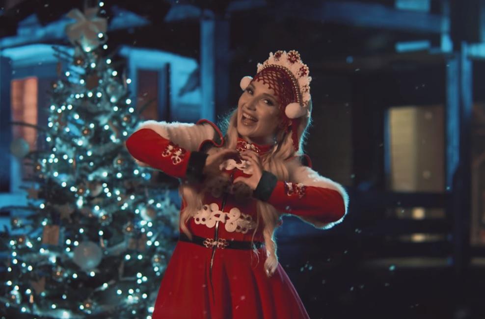 """""""Coraz bliżej Święta"""" w tym roku w wykonaniu Cleo! Sprawdźcie, jak sobie poradziła!"""