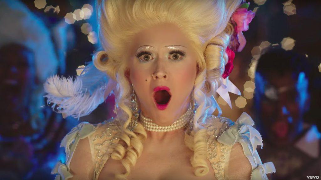 """Katy Perry ciągle 'śmieszkuje'! Zobaczcie PREMIEROWY KLIP do """"Hey Hey Hey""""!"""