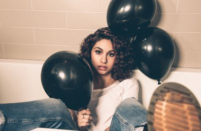 "Alessia Cara prezentuje singiel ""Growing Pains""!"