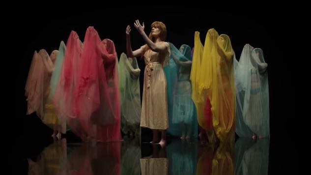 """Roztańczona Florence w teledysku do """"Big God"""""""