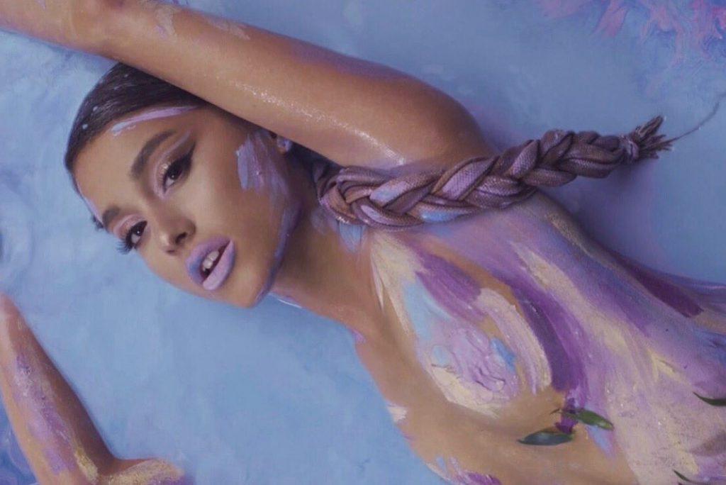 """Ariana Grande prezentuje singiel """"God is a woman""""!"""