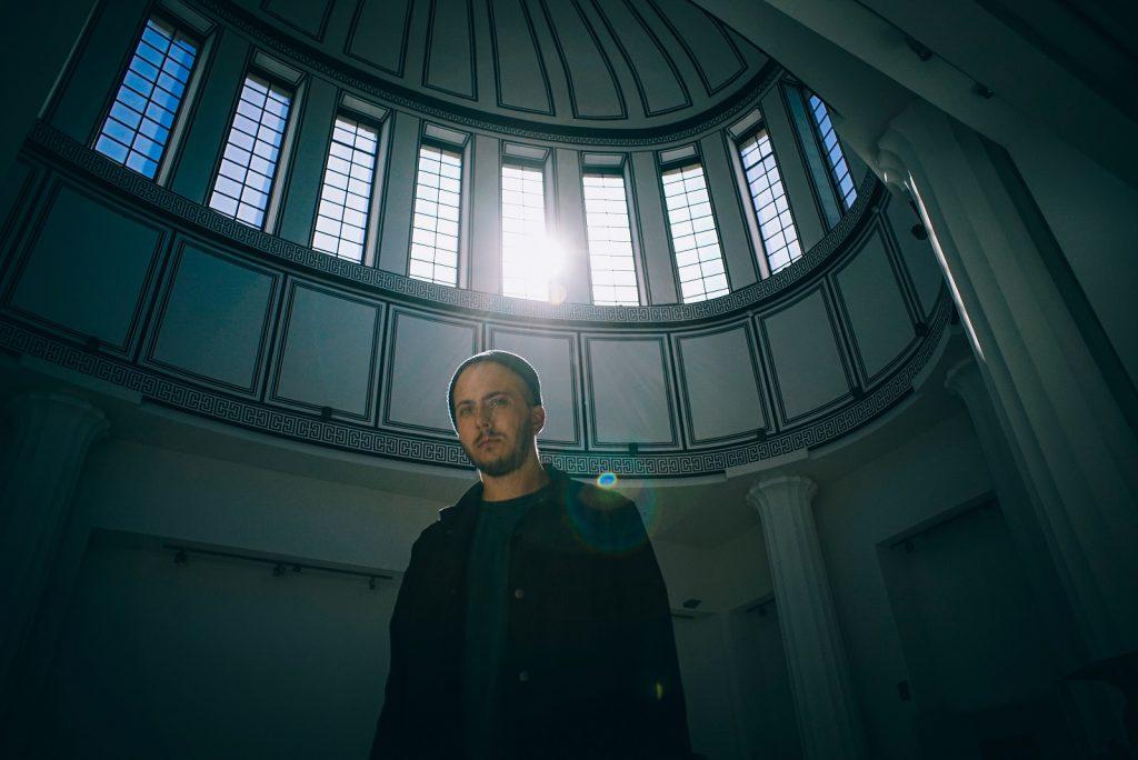 """Suwal dla Musiclife.pl: """"Łatwo jest wpaść w pułapkę robienia bardzo bezpłciowej muzyki, w której słychać świetną technikę, ale nie słychać charakteru artysty tylko po to by wpisać się w jakiś trend."""" [WYWIAD]"""