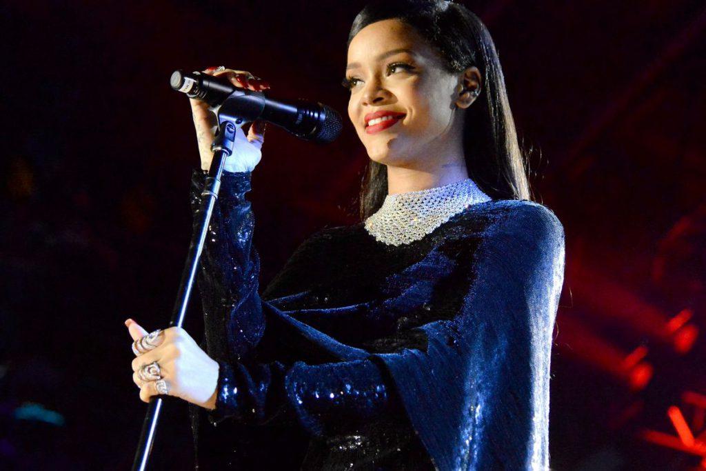 Rihanna ODMÓWIŁA występu na Super Bowl!