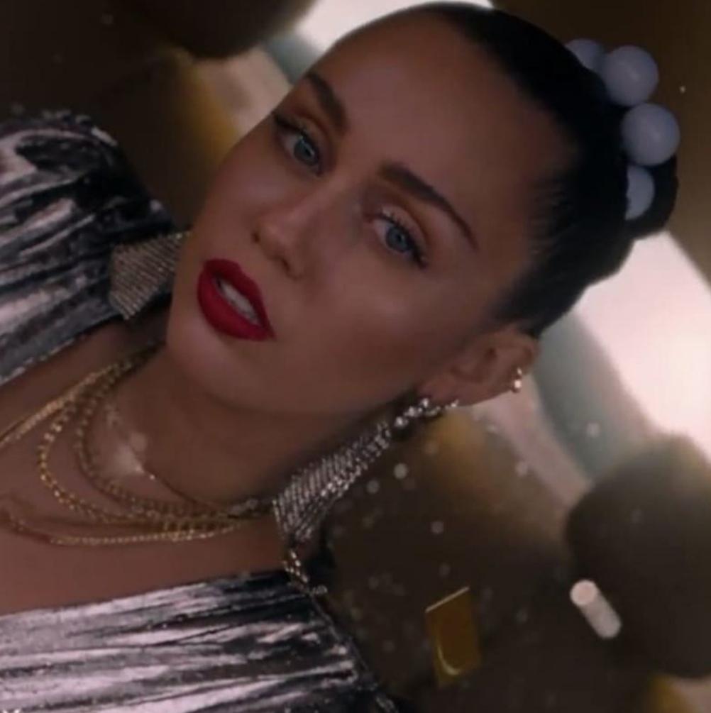 Miley Cyrus w nowym singlu Marka Ronsona!