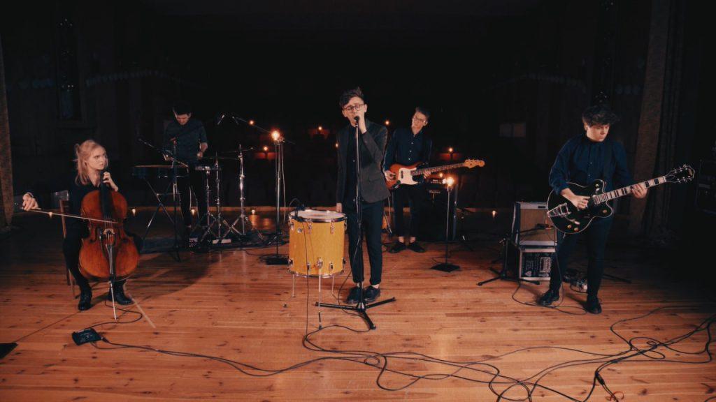 """""""Wodospady"""" zapowiadają debiutancki album Sonbird"""