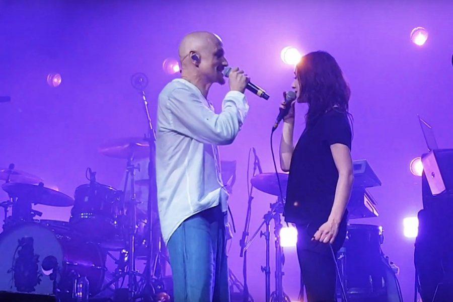 """Magiczne wykonanie utworu ,,I Defeat"""" przez grupę James (Tim Booth) oraz Chloe Alper!"""