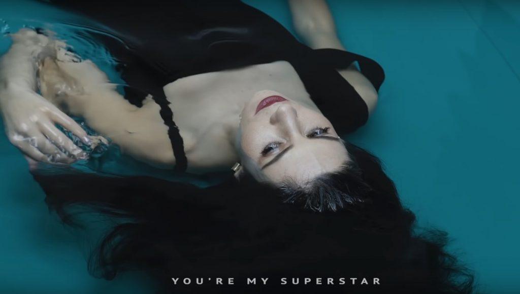 "Marina prezentuje singiel ,,Superstar""!"