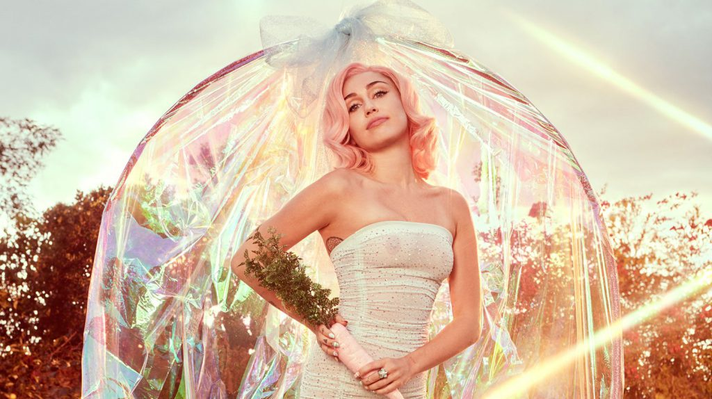 """[ODSŁUCH]: Miley Cyrus """"SHE IS COMING"""" (EP)"""