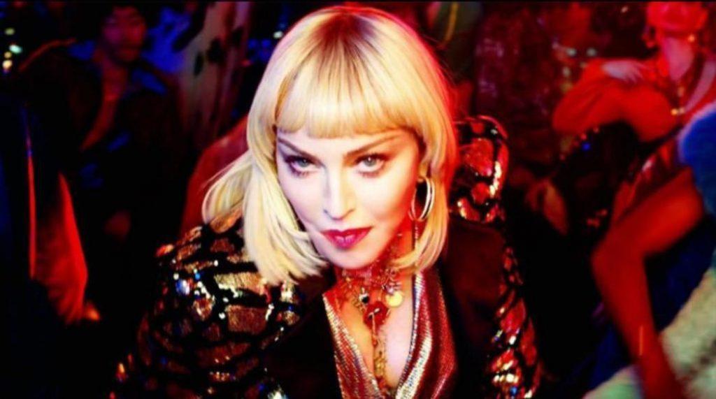 """Madonna w teledysku do utworu """"God Control"""""""