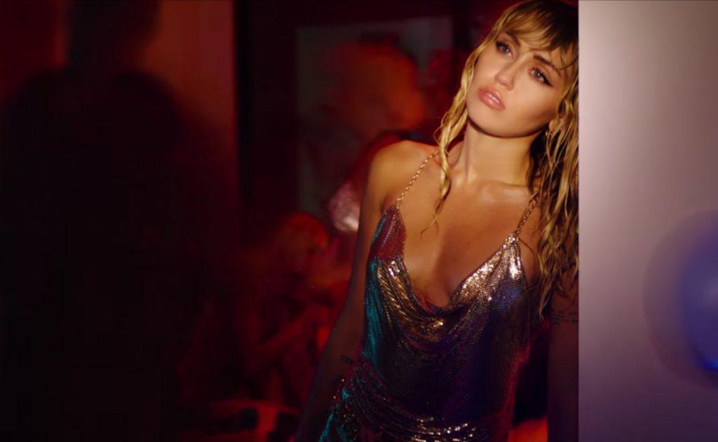 """Miley Cyrus w teledysku do singla """"Slide Away""""! Impreza uleczy złamane serce?"""