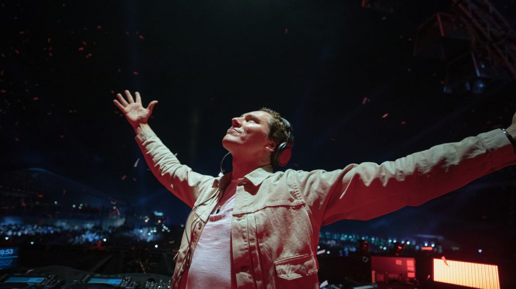 """Tiësto i Mabel we wspólnym kawałku """"God Is A Dancer""""!"""