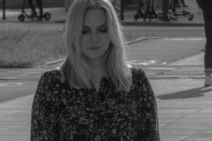 """Nika Grann debiutuje singlem """"Mijamy się"""". Posłuchaj i zobacz teledysk!"""