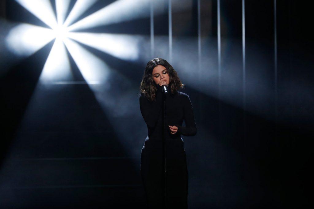 Selena Gomez otworzyła AMA 2019 – co z jej głosem?!