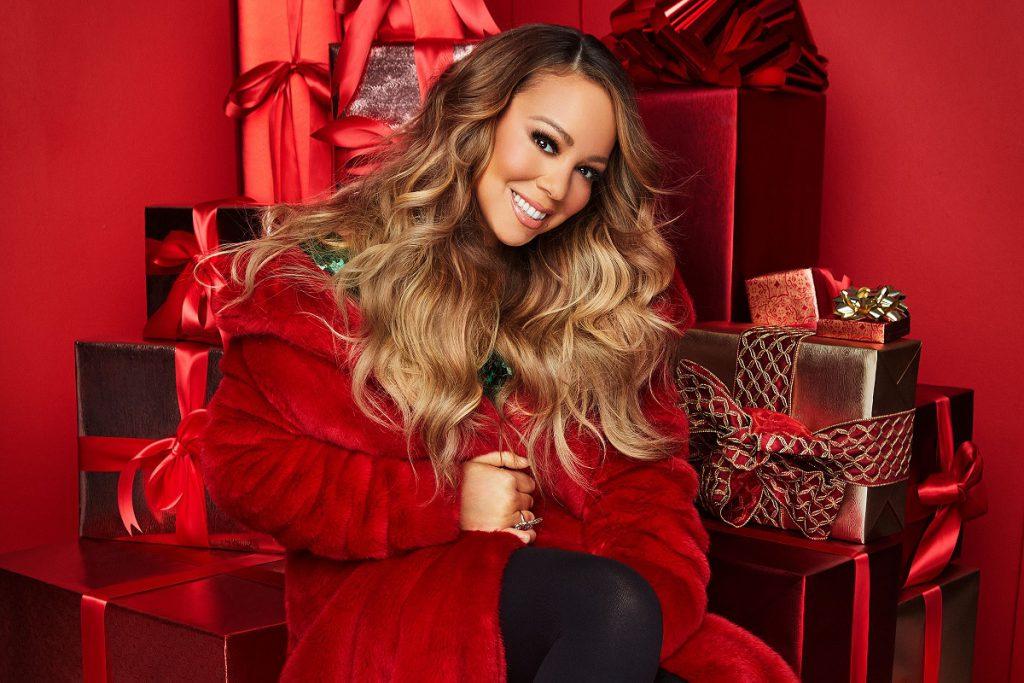 """Mariah Carey prezentuje NOWY TELEDYSK do słynnego """"All I Want for Christmas Is You""""!"""