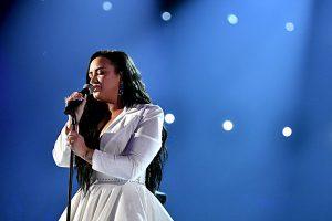 """Demi Lovato ze łzami śpiewała swój najnowszy singiel """"Anyone"""" podczas Grammy Awards!"""