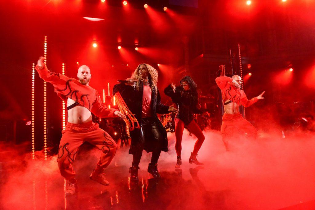 "Kesha NA ŻYWO z singlem ""Raising Hell""!"