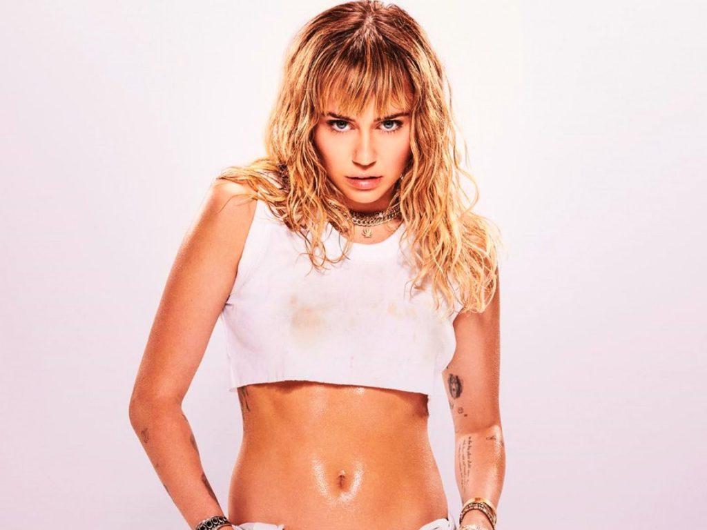 Miley Cyrus wraz z nowym rokiem zapowiada NOWĄ MUZYKĘ!
