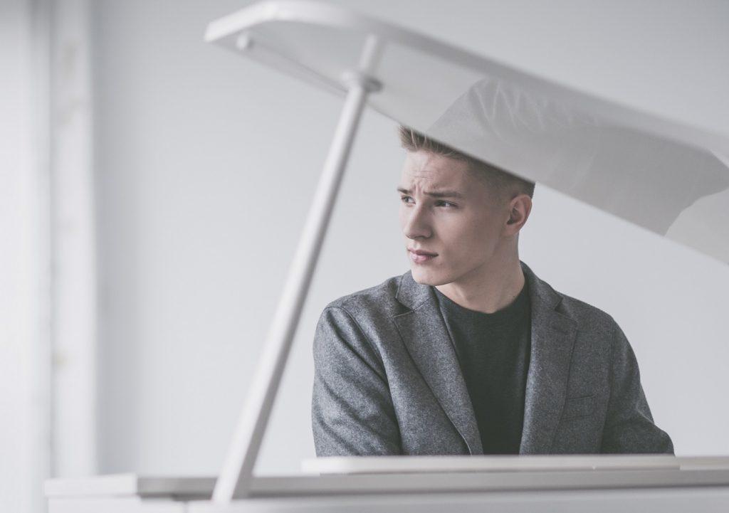 Adam Stachowiak, znany z The Voice Of Poland powraca z nowym kanałem na YouTube!